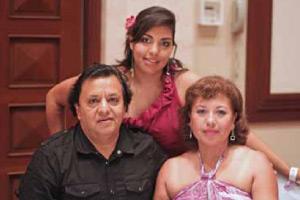 Víctor Morquecho, Vicepresidente del IMAAC con su esposa Hilda y su hija Berenice
